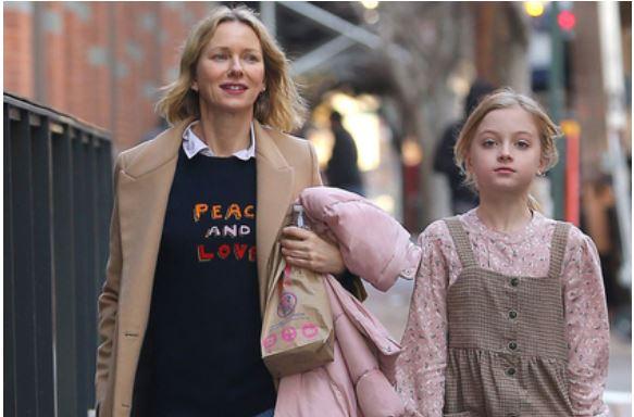 Сын голливудской актрисы появился на публике в женской одежде