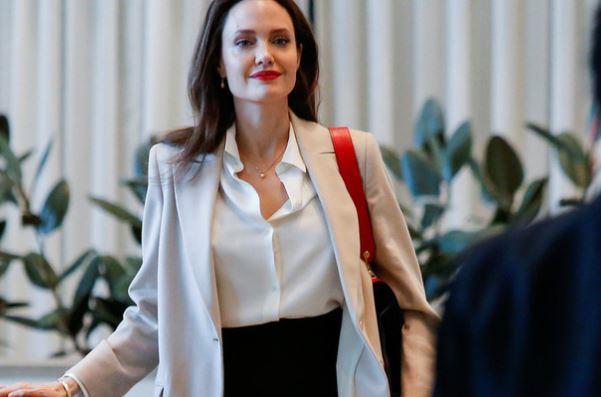 СМИ: Анджелина Джоли решила сменить фамилию