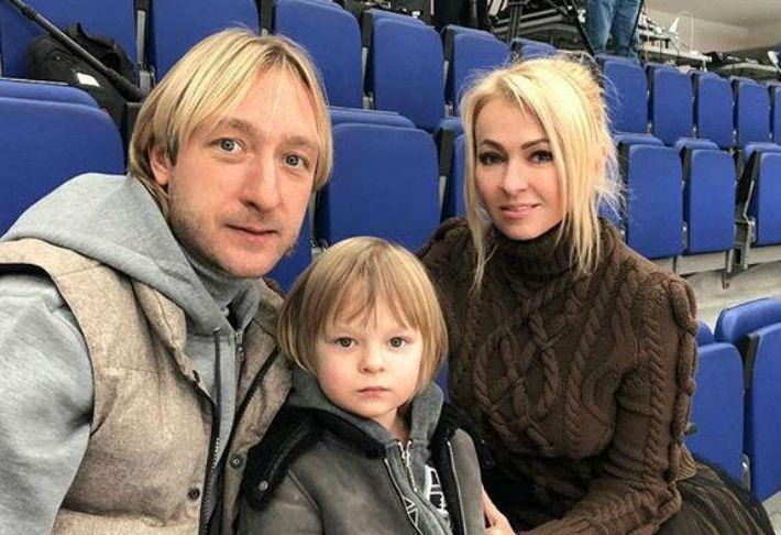 Сын Рудковской и Плющенко перестал бесплатно общаться с журналистами