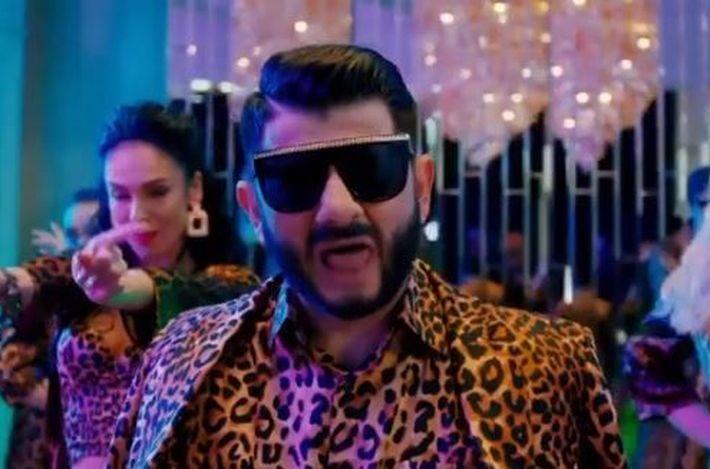 Клип ставшего певцом Галустяна за два дня набрал более миллиона просмотров на YouTube. Видео